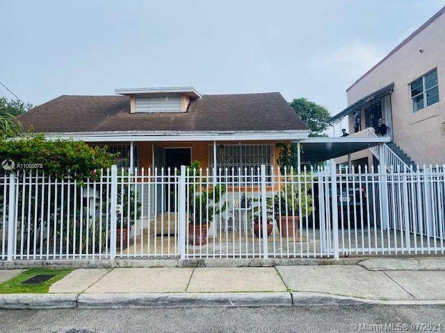 1021 NW 26th St, Miami, FL 33127 (MLS #A11068078) :: The Teri Arbogast Team at Keller Williams Partners SW