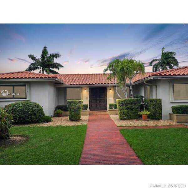 14121 Leaning Pine Dr, Miami Lakes, FL 33014 (MLS #A11069103) :: The Pearl Realty Group