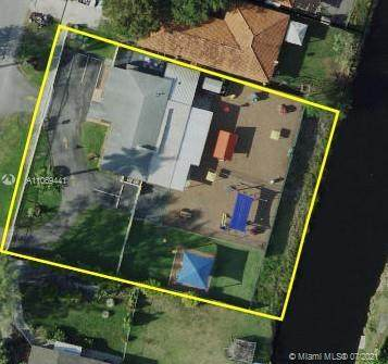 481 SW Grand Canal Dr, Miami, FL 33144 (MLS #A11069441) :: Douglas Elliman