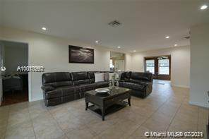 131 NW 72nd Way, Pembroke Pines, FL 33024 (MLS #A11070292) :: Prestige Realty Group