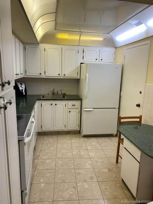 6039 Collins Ave #1133, Miami Beach, FL 33140 (MLS #A11070372) :: Castelli Real Estate Services