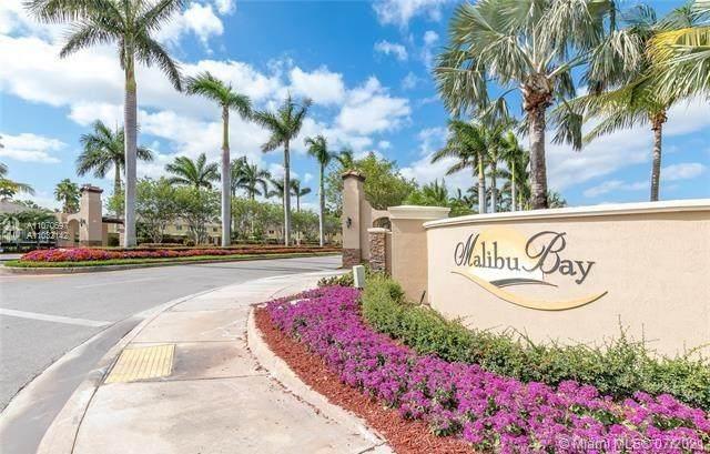 975 NE 34th Ave #202, Homestead, FL 33033 (MLS #A11070697) :: Berkshire Hathaway HomeServices EWM Realty