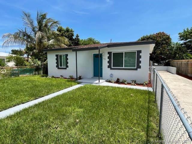 127 W 23rd St, Riviera Beach, FL 33404 (MLS #A11074896) :: KBiscayne Realty