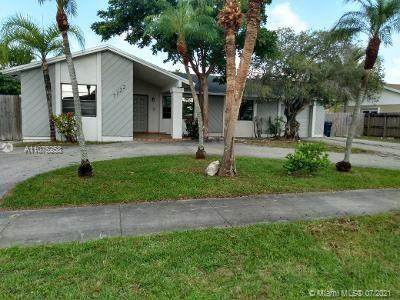 7122 SW 149th Ave, Miami, FL 33193 (MLS #A11075258) :: The Howland Group