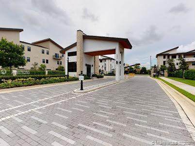 10413 NW 82nd St #4, Doral, FL 33178 (MLS #A11076250) :: CENTURY 21 World Connection