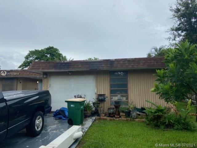 6700 NW 74th Ave, Tamarac, FL 33321 (MLS #A11078414) :: Berkshire Hathaway HomeServices EWM Realty