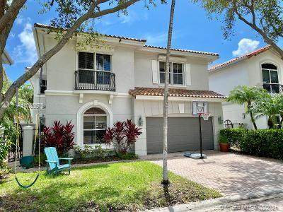 1429 Shoreline Way, Hollywood, FL 33019 (MLS #A11085578) :: KBiscayne Realty