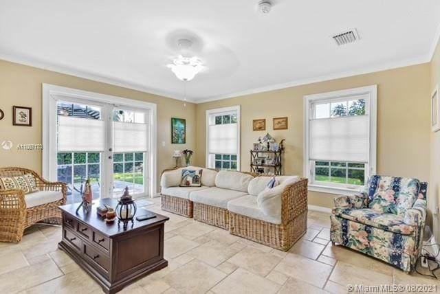 9750 SW 77th St, Miami, FL 33173 (#A11087173) :: Posh Properties
