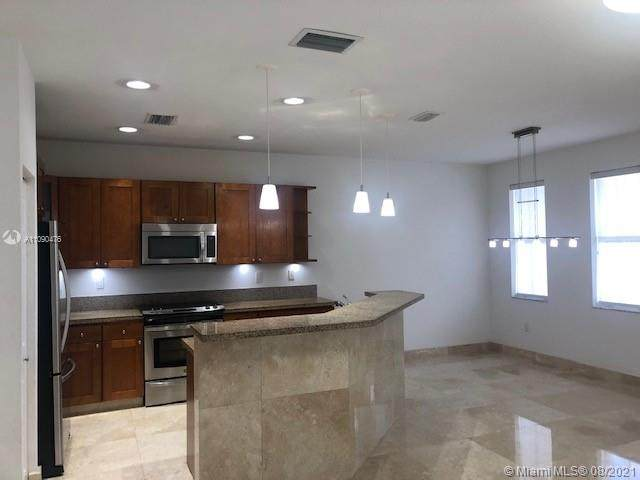 7404 NW 108th Path #7404, Doral, FL 33178 (MLS #A11090476) :: Green Realty Properties