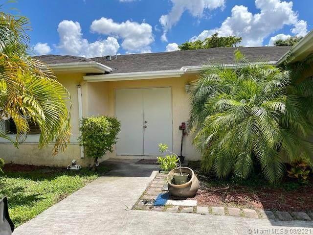 1900 SW 117th Ave, Davie, FL 33325 (MLS #A11092325) :: Rivas Vargas Group