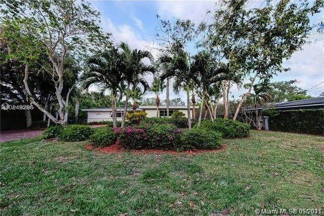 10235 SW 58th Ct, Pinecrest, FL 33156 (MLS #A11092859) :: Jo-Ann Forster Team