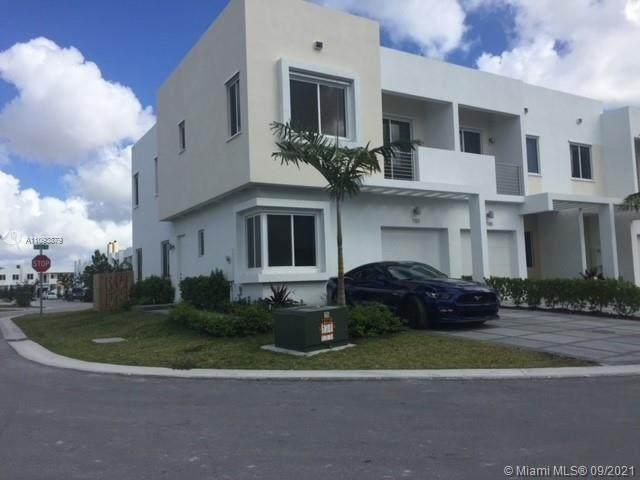7151 NW 103rd Path, Doral, FL 33178 (MLS #A11093879) :: Douglas Elliman