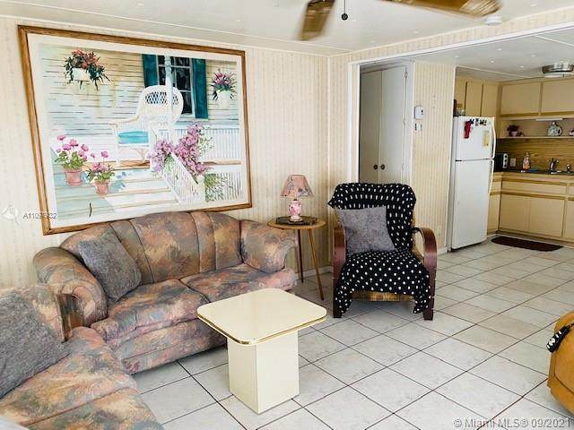 217 W Lake Dr, Pembroke Park, FL 33009 (MLS #A11097932) :: Onepath Realty - The Luis Andrew Group