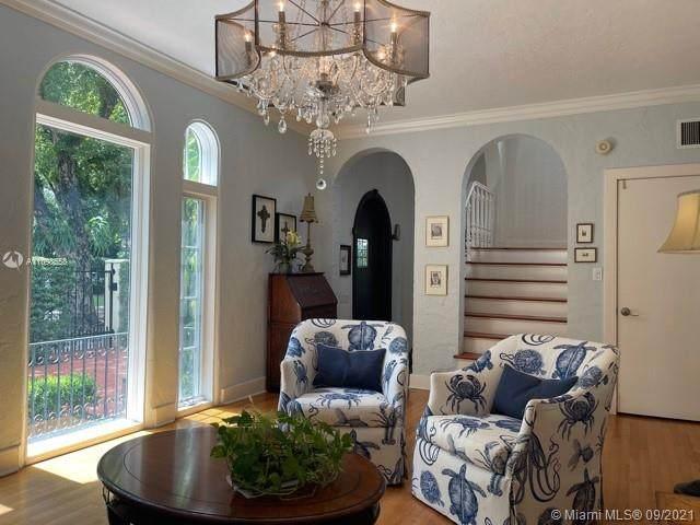 909 Algaringo Ave, Coral Gables, FL 33134 (MLS #A11098558) :: Douglas Elliman