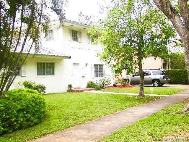 345 Sarto Ave, Coral Gables, FL 33134 (MLS #A11098771) :: The Teri Arbogast Team at Keller Williams Partners SW