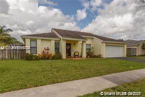 4941 SW 120th Ave, Cooper City, FL 33330 (MLS #A11099700) :: United Realty Group