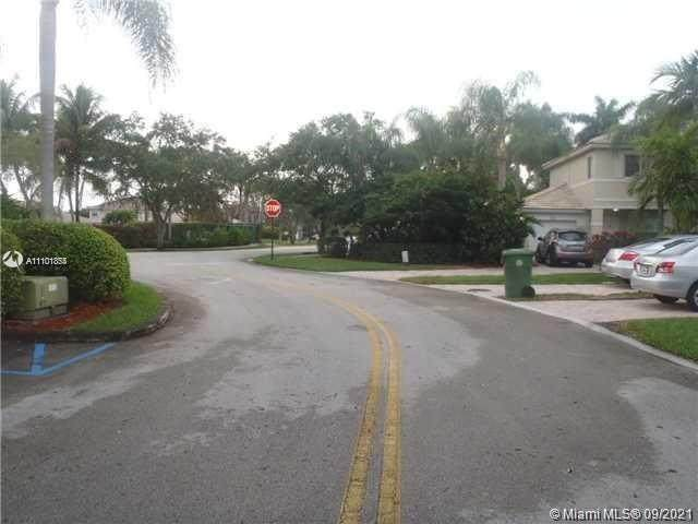 2124 NW 171st Ter, Pembroke Pines, FL 33028 (MLS #A11101854) :: United Realty Group