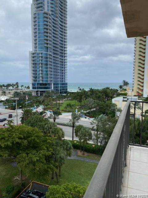 210 174th St #819, Sunny Isles Beach, FL 33160 (MLS #A11101999) :: Berkshire Hathaway HomeServices EWM Realty