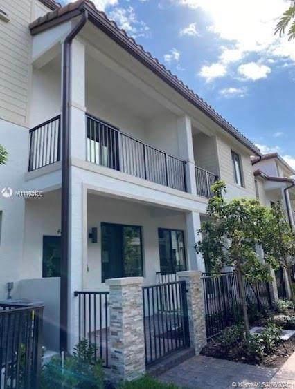 4857 NW 83rd Pkwy, Doral, FL 33166 (MLS #A11102166) :: Berkshire Hathaway HomeServices EWM Realty