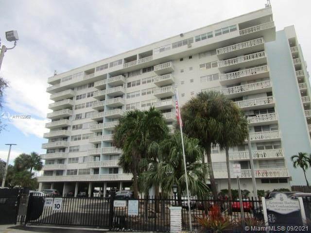 13155 Ixora Ct #305, North Miami, FL 33181 (MLS #A11102952) :: Jo-Ann Forster Team