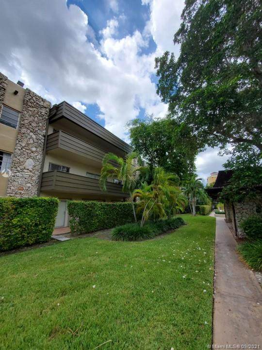 8335 SW 72nd Ave 202D, Miami, FL 33143 (MLS #A11103437) :: The Riley Smith Group