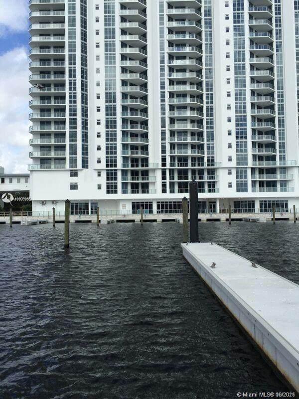 North Miami Beach, FL 33160 :: Castelli Real Estate Services