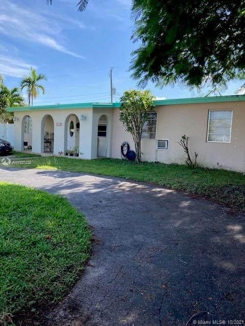4131 SW 110th Ct, Miami, FL 33165 (MLS #A11107438) :: Castelli Real Estate Services