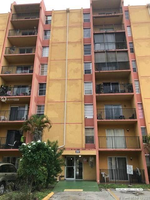 4717 NW 7th St 503-10, Miami, FL 33126 (MLS #A11110006) :: Jose Laya