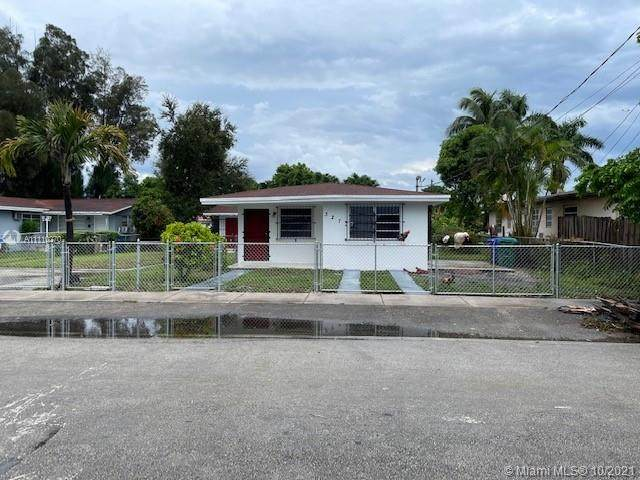 3273 NW 13th Ter, Miami, FL 33125 (MLS #A11110270) :: Green Realty Properties