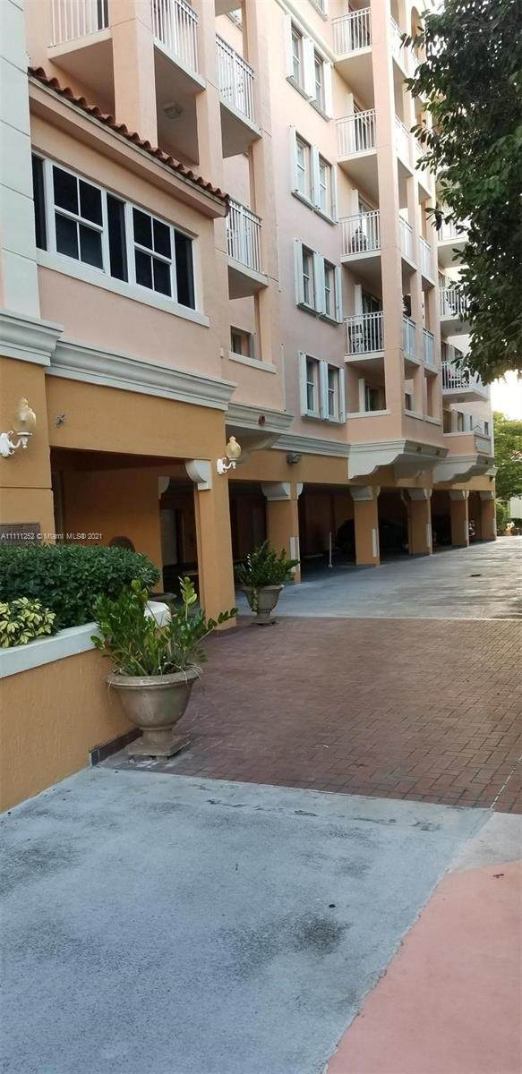 1 Alhambra Cir #501, Coral Gables, FL 33134 (MLS #A11111252) :: The MPH Team