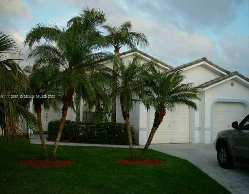 18355 NW 61st Ave, Hialeah, FL 33015 (MLS #A11112881) :: Castelli Real Estate Services