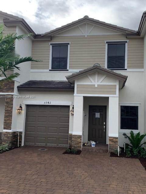 5942 Mustang Manor #5942, Davie, FL 33314 (MLS #A11112959) :: Berkshire Hathaway HomeServices EWM Realty