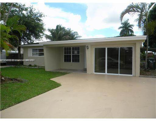 4711 SW 42nd Ter, Dania Beach, FL 33314 (MLS #A11116188) :: Equity Advisor Team