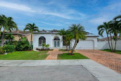 2825 SW 143rd Ct, Miami, FL 33175 (MLS #A11116431) :: United Realty Group