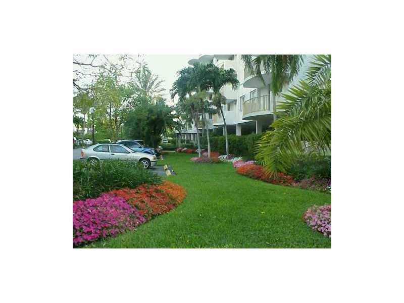 210 Seaview Dr #511, Key Biscayne, FL 33149 (MLS #A10155236) :: United Realty Group