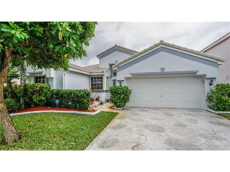 982 SW 101st Ter, Pembroke Pines, FL 33025 (MLS #A10166549) :: United Realty Group
