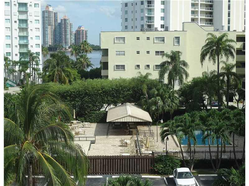 201 180th Dr #415, Sunny Isles Beach, FL 33160 (MLS #A10171179) :: United Realty Group