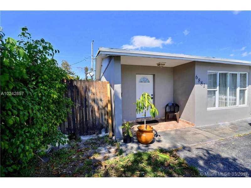 6881 Sheridan St, Hollywood, FL 33024 (MLS #A10242857) :: Green Realty Properties
