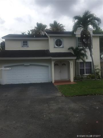 5522 NW 101st Ct, Doral, FL 33178 (MLS #A10309901) :: The Teri Arbogast Team at Keller Williams Partners SW