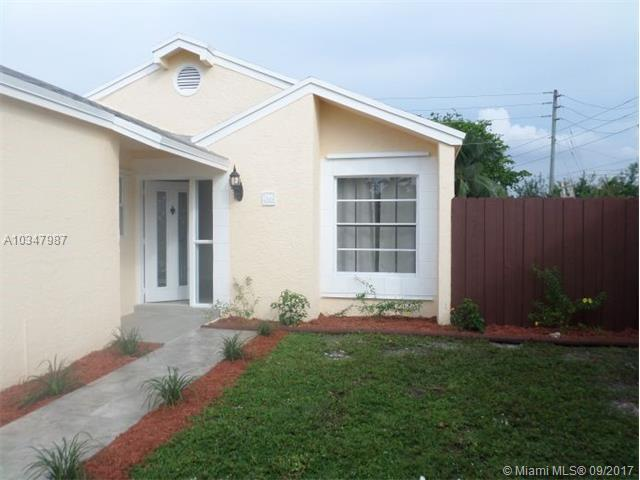 2431 SW 86th Ter, Miramar, FL 33025 (MLS #A10347987) :: Green Realty Properties