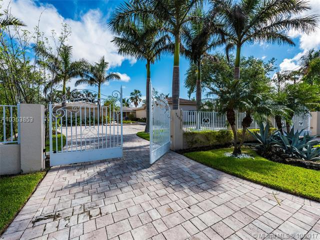 7405 Belle Meade Blvd, Miami, FL 33138 (MLS #A10353853) :: The Jack Coden Group