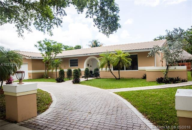 700 Gardenia Ln, Plantation, FL 33317 (MLS #A10373368) :: The Teri Arbogast Team at Keller Williams Partners SW