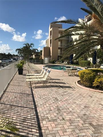 2840 NE 14th St Cswy 111A, Pompano Beach, FL 33062 (MLS #A10380987) :: The Teri Arbogast Team at Keller Williams Partners SW