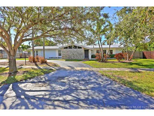 17520 SW 89th Ave, Palmetto Bay, FL 33157 (MLS #A10381218) :: The Erice Team