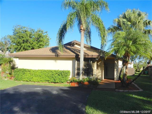 13127 SW 90 Pl, Miami, FL 33176 (MLS #A10385741) :: The Erice Team