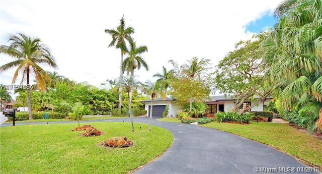 483 Center Island, Golden Beach, FL 33160 (MLS #A10394286) :: Green Realty Properties