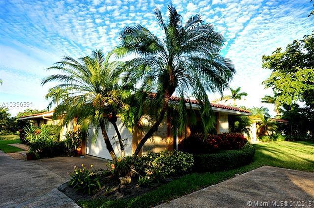7215 Gleneagle Dr, Miami Lakes, FL 33014 (MLS #A10396391) :: Green Realty Properties