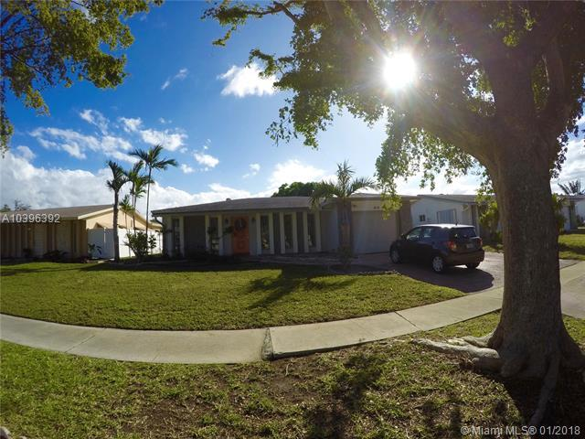 414 SE 4th Te, Dania Beach, FL 33004 (MLS #A10396392) :: Green Realty Properties