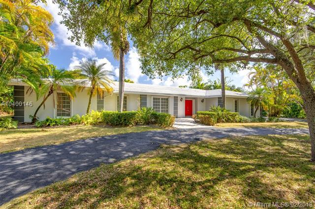 6460 SW 94th St, Pinecrest, FL 33156 (MLS #A10400146) :: The Teri Arbogast Team at Keller Williams Partners SW