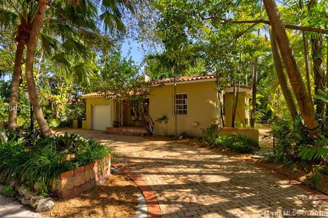 1001 Columbus Blvd, Coral Gables, FL 33134 (MLS #A10401821) :: Carole Smith Real Estate Team